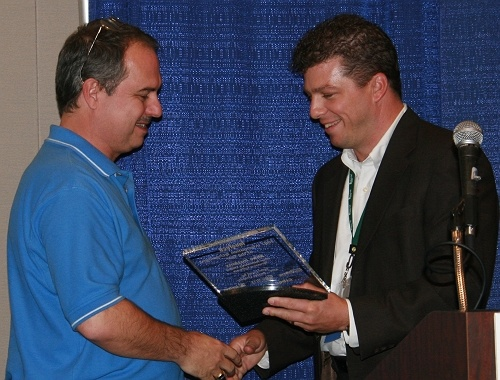Mike Hoskins, CTO of Pervasive Software receives his award from Randy Steinle of OnSite Computer Solutions